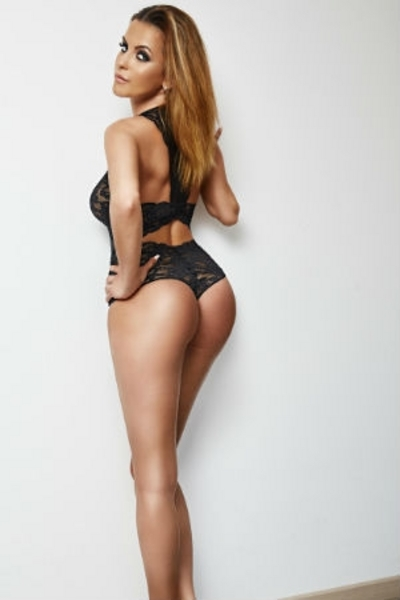 Alma, Agency Escort