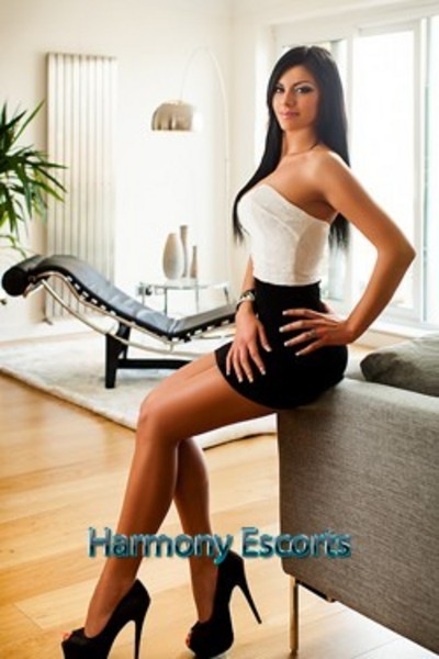 Eda, Escort in South Kensington