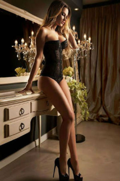 Roselle, Notting Hill Escort