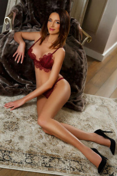 Eva, Agency Escort