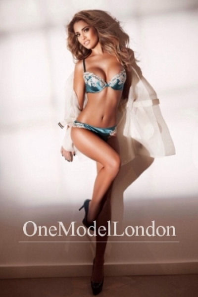 Antonia, Kensington Escort