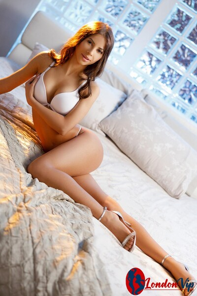 Lana, Agency Escort