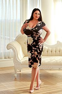 HOLLY, Escort in Bayswater